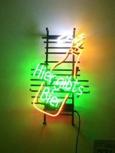 Die Größe Von 44x60cm, In Kombination Mit Den Bunten Farben, Macht Diese  Neonreklame Zu Einem Richtigen Hingucker.